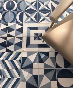 La manifattura salernitana Ceramica Francesco De Maio riedita i 30 decori bianco blu realizzati da Gio Ponti per l'Hotel Parco dei Principi di Sorrento.